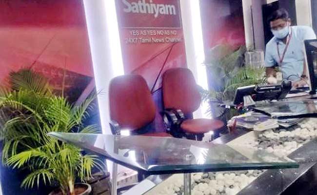A Man Attack On Sathiyam TV And Vandalise Furniture In Chennai - Sakshi